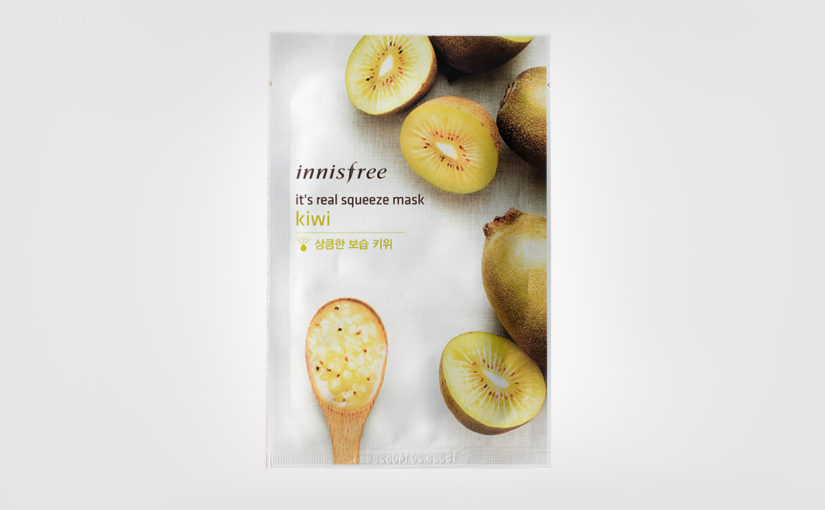 First impression review Innisfree It's Real Squeeze Mask Kiwi. Sheet mask from Korea K-beauty Europe Korean skin care