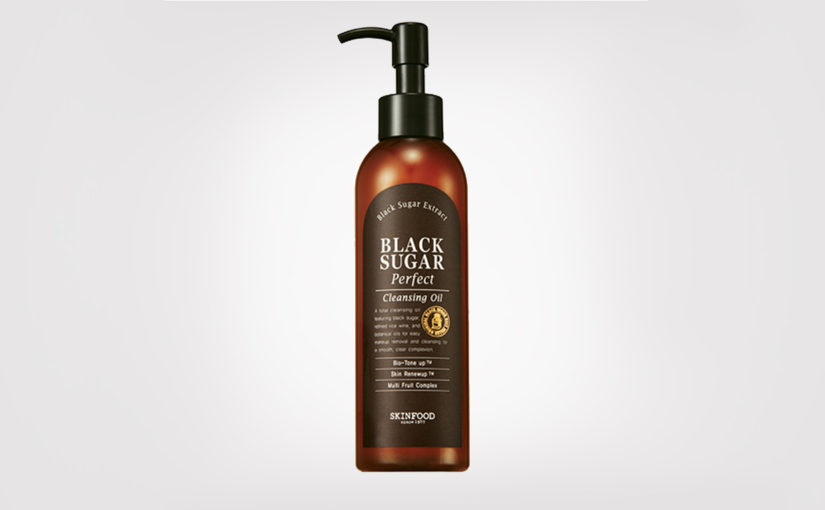 First impression review Skinfood Black Sugar Perfect Cleansing Oil from Korea. Korean skin care K-beauty Blog Europe